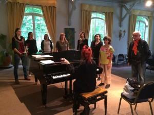 échauffement de la voix en groupe - Masterclass de chant - Moulin d'Andé -Adeline Toniutti
