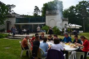 déjeuner en extérieur - équipe de coachs - chanteurs - masterclass - École Internationale d'Art Lyrique TONIUTTI